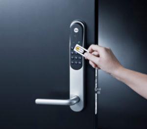 Yale Doorman nøkkelbrikker dør