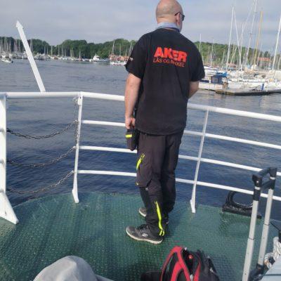 Carl Christian på vei til en jobb med båt til Hovedøya
